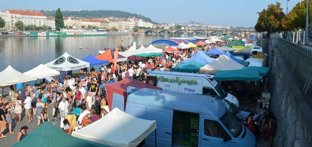 Naplavka Farmers Market – jeden Samstag am Ufer der Moldau